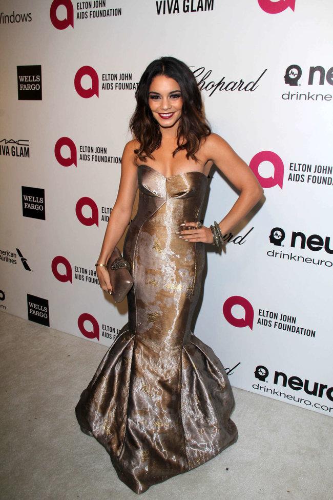 Ванесса Хадженс на «Elton John AIDS Foundation Academy Awards»: vanessa-hudgens-oscars-2014---vanity-fair-party--09_Starbeat.ru