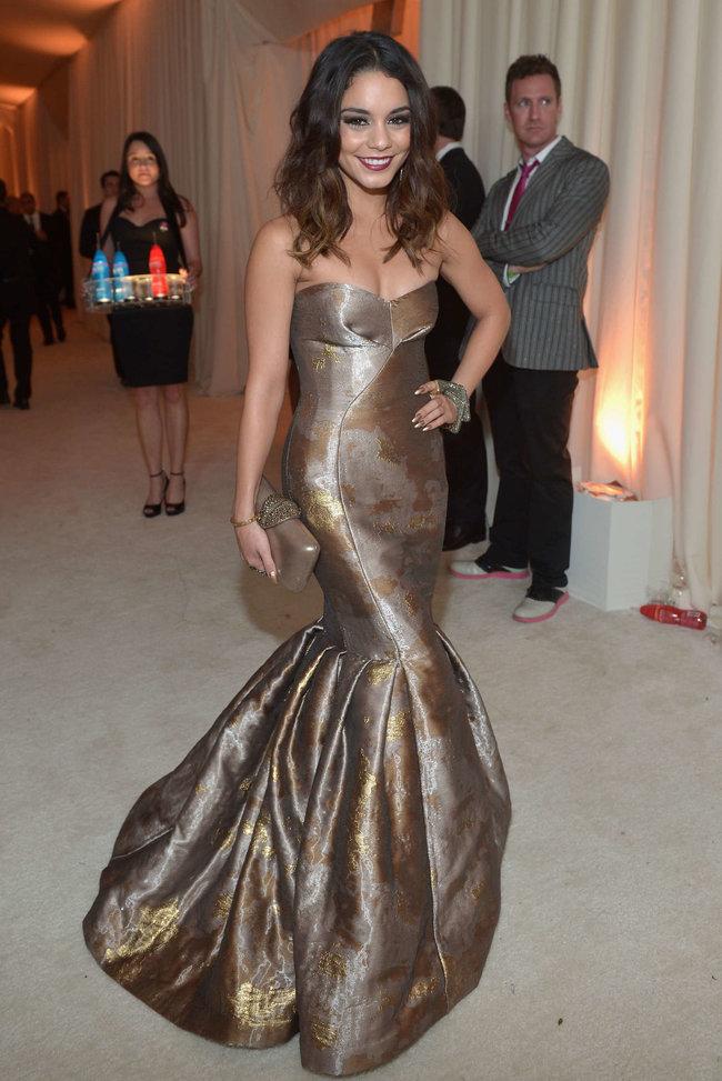 Ванесса Хадженс на «Elton John AIDS Foundation Academy Awards»: vanessa-hudgens-oscars-2014---vanity-fair-party--12_Starbeat.ru