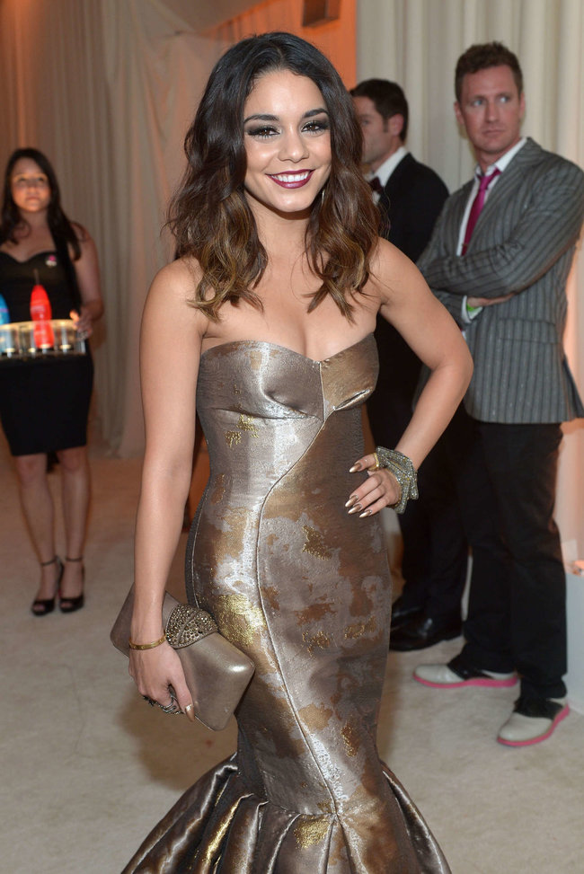Ванесса Хадженс на «Elton John AIDS Foundation Academy Awards»: vanessa-hudgens-oscars-2014---vanity-fair-party--13_Starbeat.ru