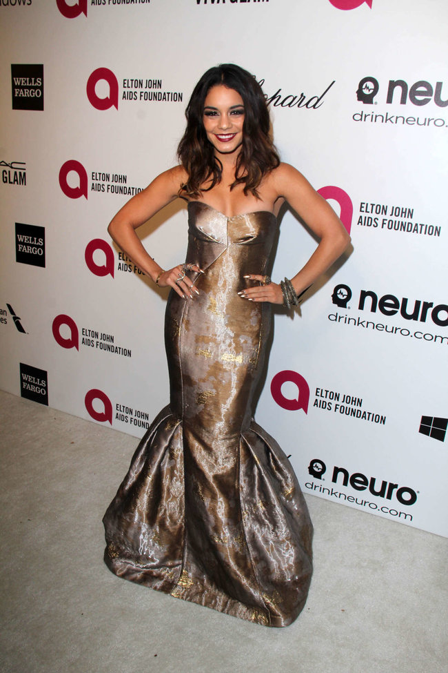 Ванесса Хадженс на «Elton John AIDS Foundation Academy Awards»: vanessa-hudgens-oscars-2014---vanity-fair-party--17_Starbeat.ru