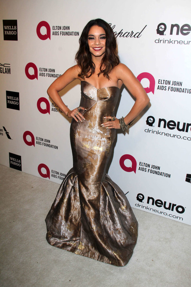 Ванесса Хадженс на «Elton John AIDS Foundation Academy Awards»: vanessa-hudgens-oscars-2014---vanity-fair-party--18_Starbeat.ru