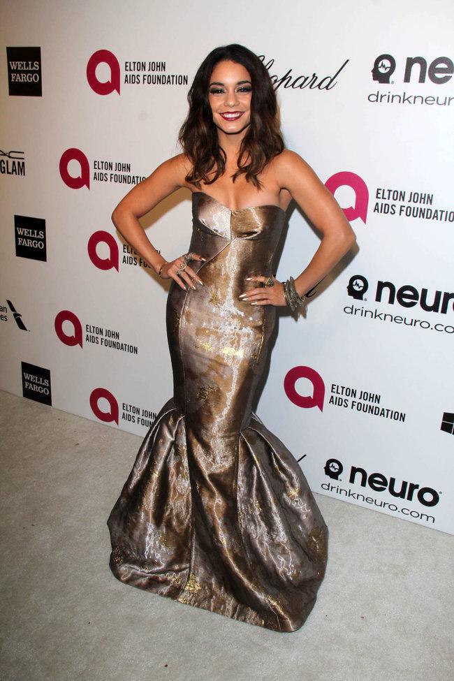 Ванесса Хадженс на «Elton John AIDS Foundation Academy Awards»: vanessa-hudgens-oscars-2014---vanity-fair-party--18_Starbeat.ru