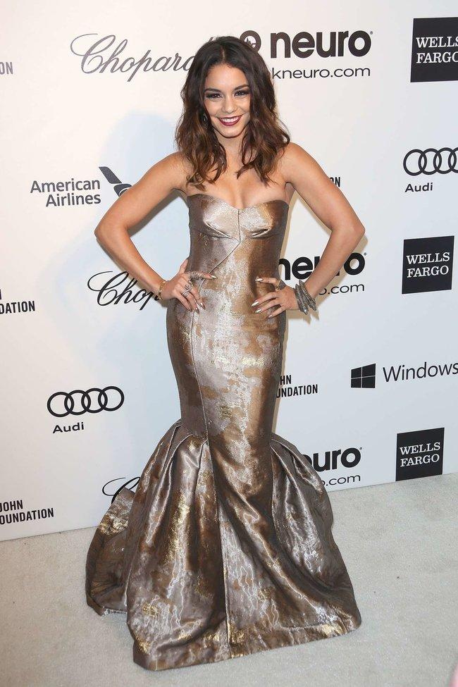 Ванесса Хадженс на «Elton John AIDS Foundation Academy Awards»: vanessa-hudgens-oscars-2014---vanity-fair-party--19_Starbeat.ru