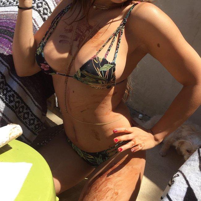 Звёзды вперемешку: подборка фоточек из всяких Инстаграммов: stella-hudgens-bikini-pic-2_Starbeat.ru