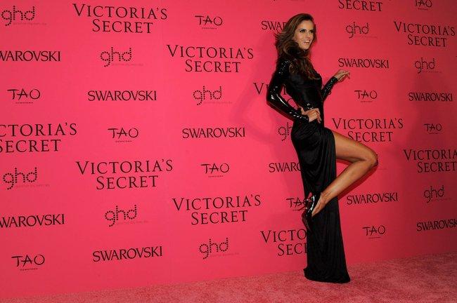 Афтепати модного показа «Victoria's Secret»: модели и гости: izabel-goulart-12_Starbeat.ru