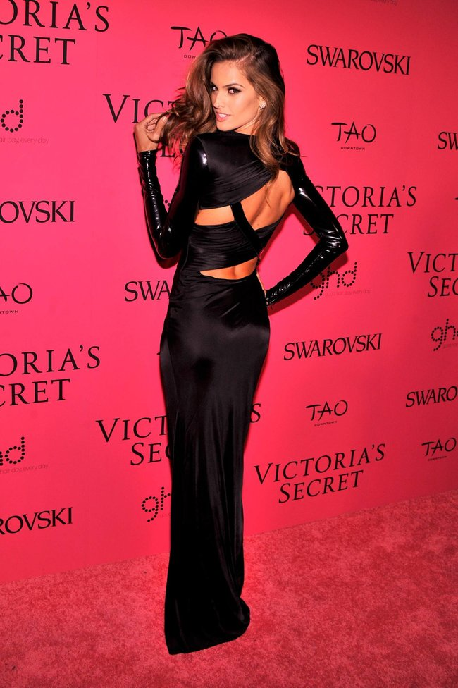 Афтепати модного показа «Victoria's Secret»: модели и гости: izabel-goulart-52_Starbeat.ru