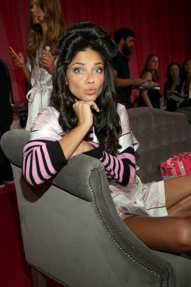 Бэкстейдж шоу «Victoria's Secret» в Нью-Йорке: все модели: adriana-lima-2_Starbeat.ru