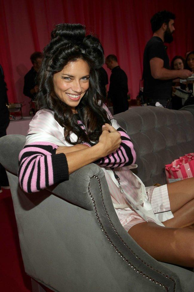 Бэкстейдж шоу «Victoria's Secret» в Нью-Йорке: все модели: adriana-lima-3_Starbeat.ru