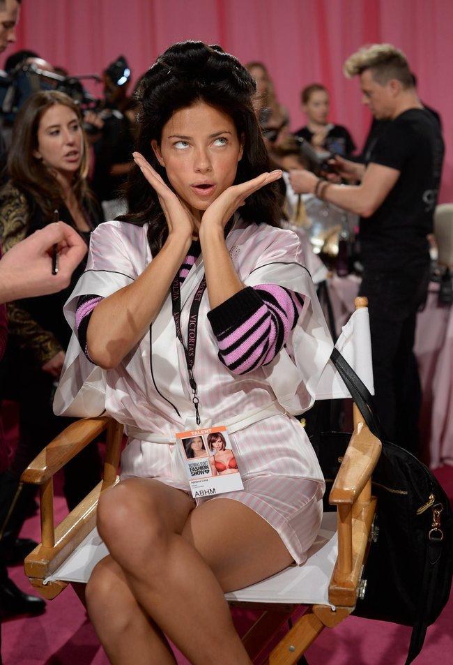 Бэкстейдж шоу «Victoria's Secret» в Нью-Йорке: все модели: adriana-lima-6_Starbeat.ru