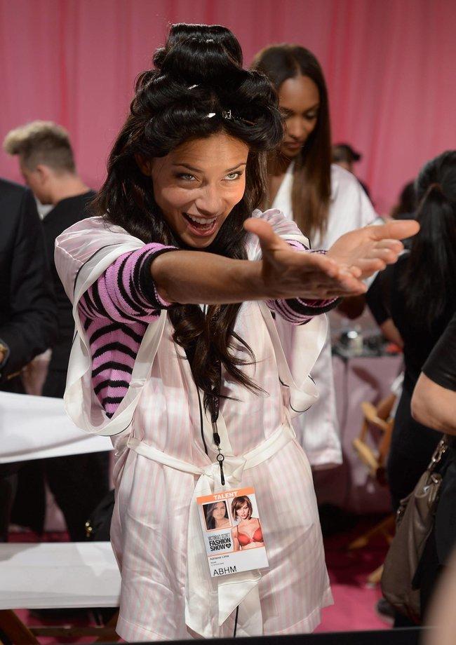 Бэкстейдж шоу «Victoria's Secret» в Нью-Йорке: все модели: adriana-lima-7_Starbeat.ru