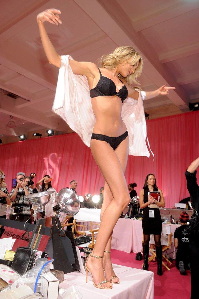 Бэкстейдж шоу «Victoria's Secret» в Нью-Йорке: все модели: candice-swanepoel-42_Starbeat.ru