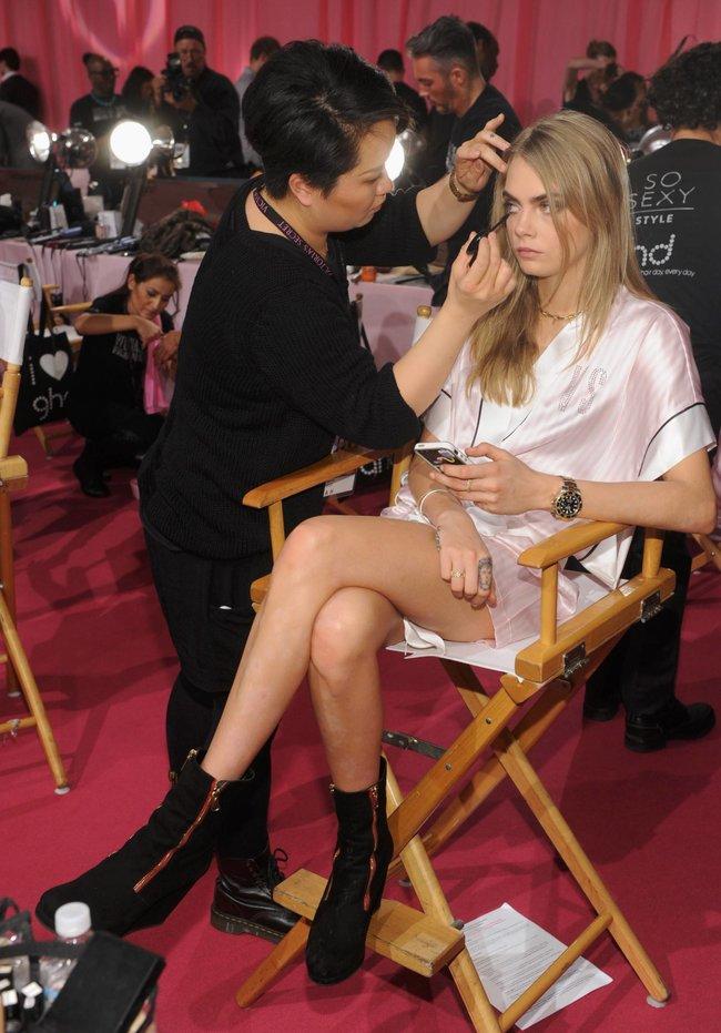 Бэкстейдж шоу «Victoria's Secret» в Нью-Йорке: все модели: cara-delavigne-2_Starbeat.ru