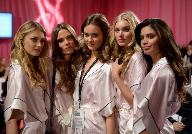 Бэкстейдж шоу «Victoria's Secret» в Нью-Йорке: все модели: elsa-hosk-6_Starbeat.ru