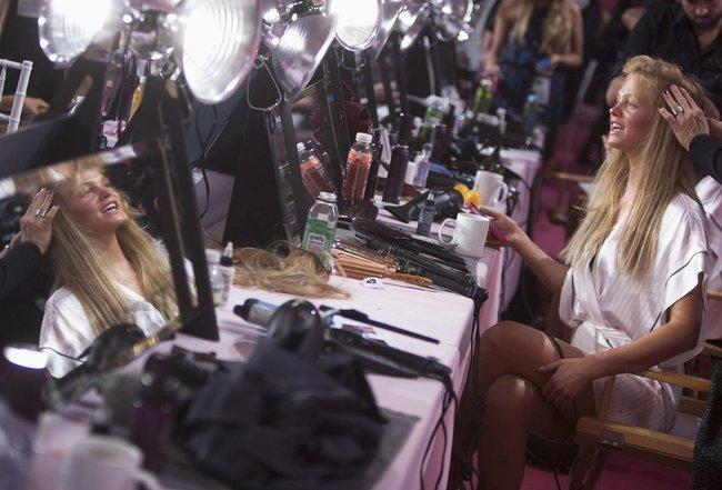 Бэкстейдж шоу «Victoria's Secret» в Нью-Йорке: все модели: erin-heatherton-1_Starbeat.ru
