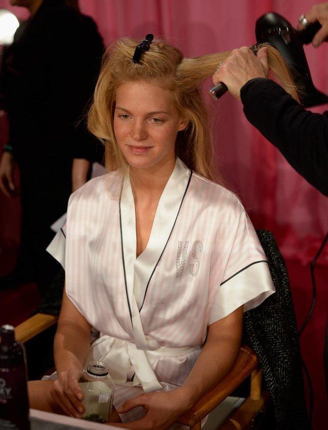 Бэкстейдж шоу «Victoria's Secret» в Нью-Йорке: все модели: erin-heatherton-2_Starbeat.ru