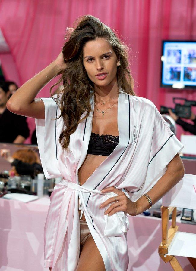 Бэкстейдж шоу «Victoria's Secret» в Нью-Йорке: все модели: izabel-goulart-5_Starbeat.ru