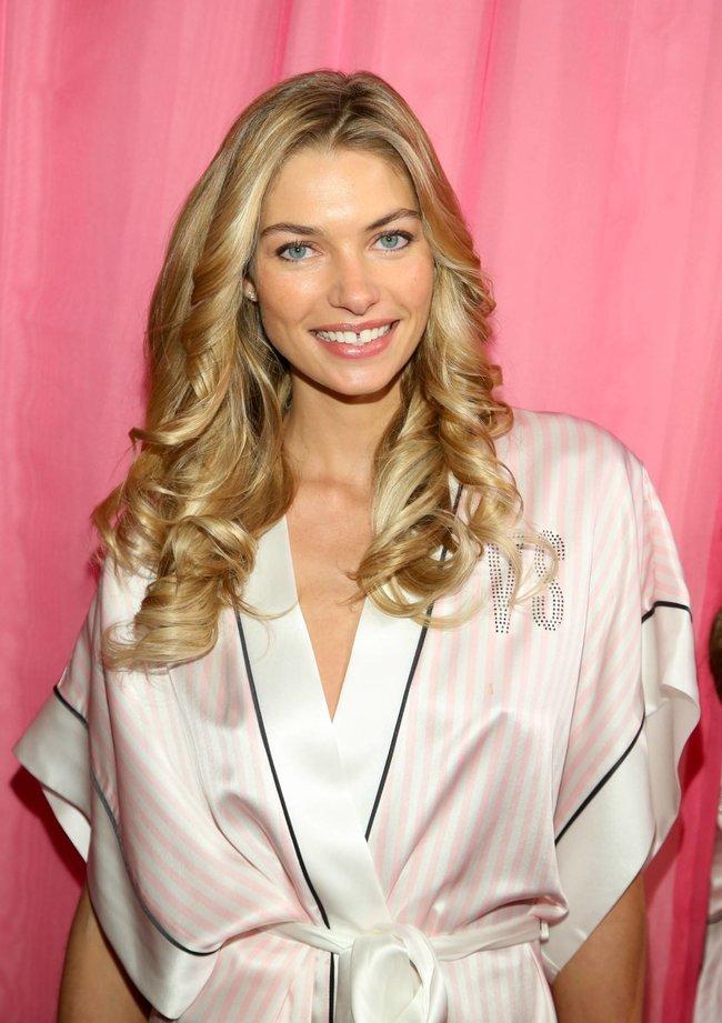 Бэкстейдж шоу «Victoria's Secret» в Нью-Йорке: все модели: jessica-hart-7_Starbeat.ru