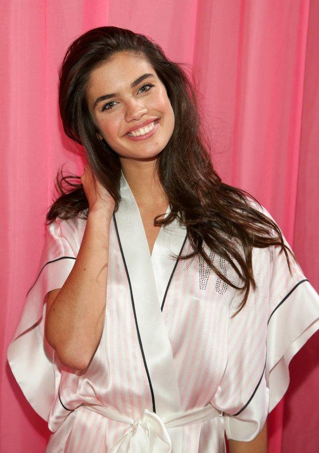 Бэкстейдж шоу «Victoria's Secret» в Нью-Йорке: все модели: sara-sampaio-4_Starbeat.ru
