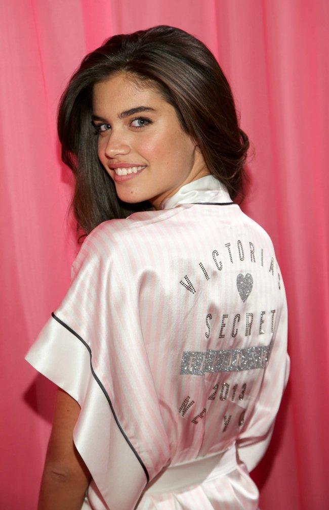 Бэкстейдж шоу «Victoria's Secret» в Нью-Йорке: все модели: sara-sampaio-5_Starbeat.ru