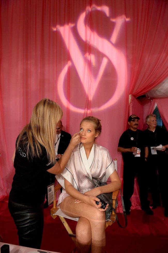 Бэкстейдж шоу «Victoria's Secret» в Нью-Йорке: все модели: toni-garrn-4_Starbeat.ru