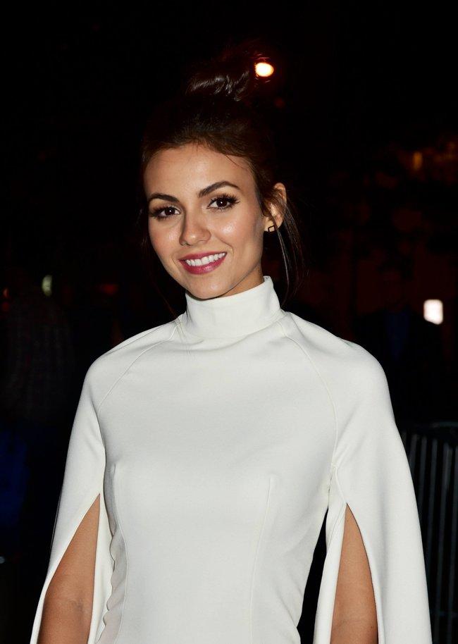 Неизвестная нужда заставила Викторию Джастис пойти на афтепати «DKC / O&Ms Tony Awards»: victoria-justice-2-1_Starbeat.ru
