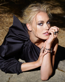 Ивонна Страховски украсила издание «Spirit and Flesh»: yvonne-strahovski-spirit-and-flesh-magazine-2014--02_Starbeat.ru