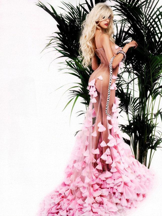 Захия Дехар в фотосессии испанского журнала «V»: zahia-dehar-hot-v-magazine-05_Starbeat.ru