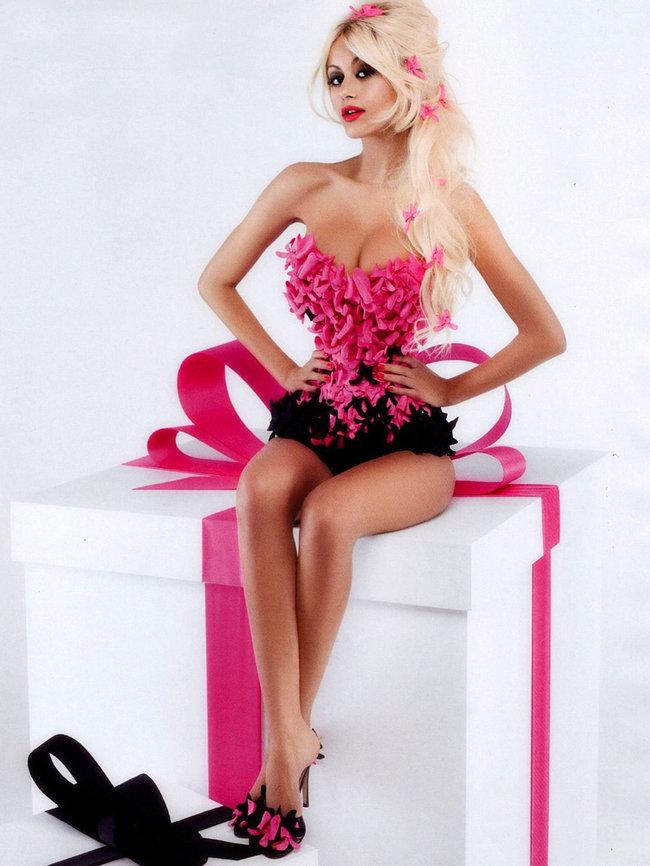 Захия Дехар в фотосессии испанского журнала «V»: zahia-dehar-hot-v-magazine-06_Starbeat.ru