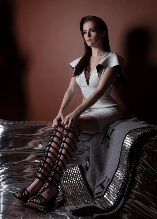 Зои Дойч: юная актриса на обложке мартовского «Bello Magazine»: zoey-deutch-bello-magazine--03_Starbeat.ru