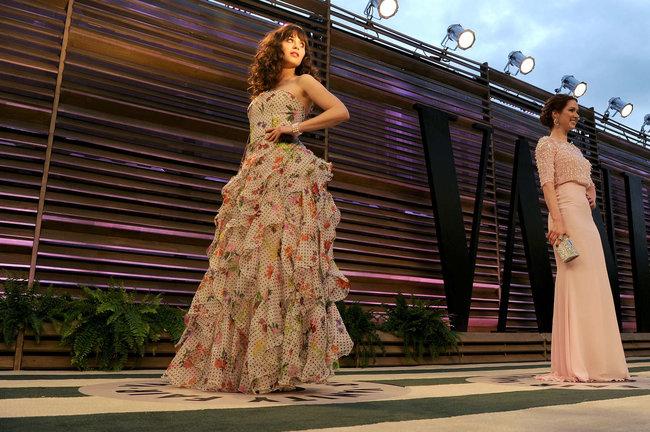 Пост-оскаровская вечеринка «Vanity Fair 2014»: Зоуи Дешанель: zooey-deschanel-oscars-2014---vanity-fair-party--01_Starbeat.ru