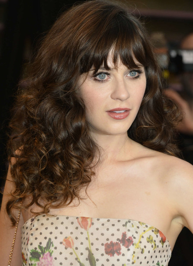 Пост-оскаровская вечеринка «Vanity Fair 2014»: Зоуи Дешанель: zooey-deschanel-oscars-2014---vanity-fair-party--02_Starbeat.ru