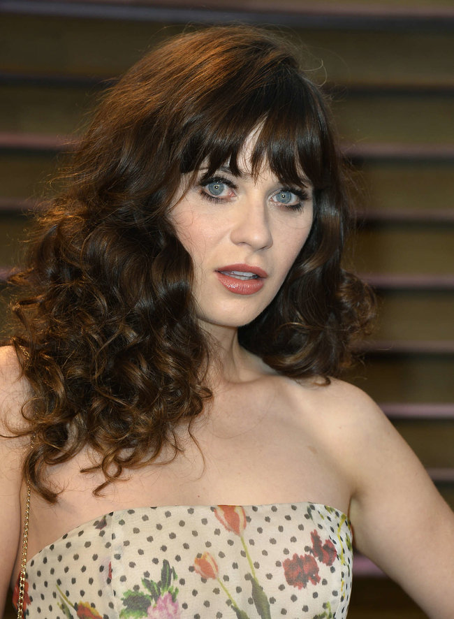 Пост-оскаровская вечеринка «Vanity Fair 2014»: Зоуи Дешанель: zooey-deschanel-oscars-2014---vanity-fair-party--04_Starbeat.ru
