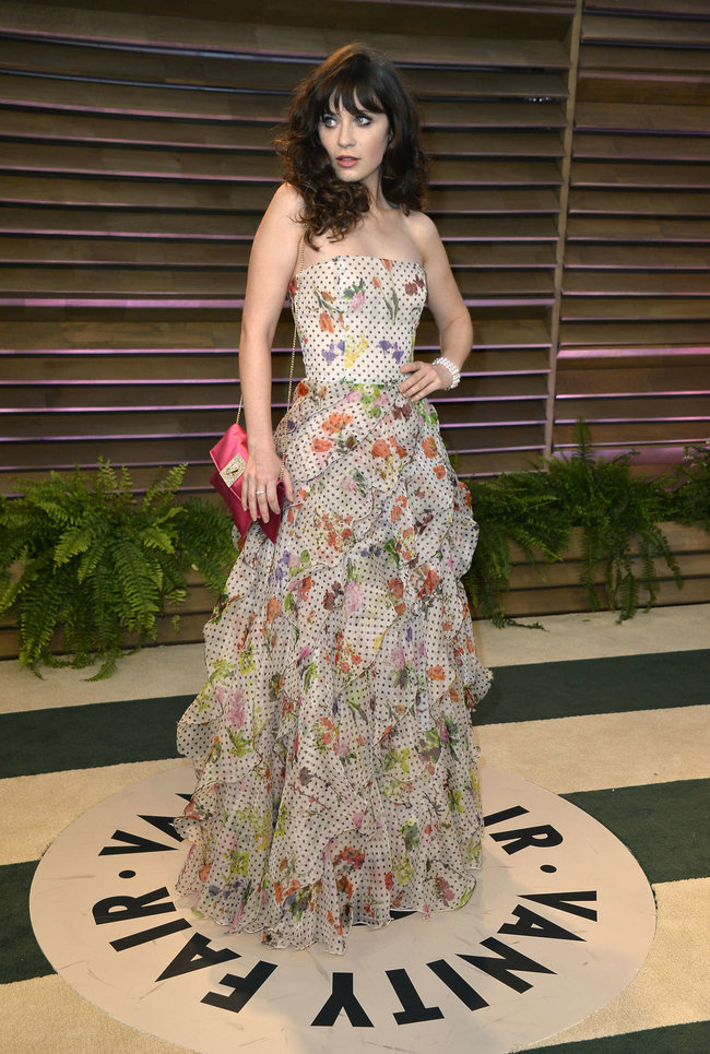 Пост-оскаровская вечеринка «Vanity Fair 2014»: Зоуи Дешанель: zooey-deschanel-oscars-2014---vanity-fair-party--06_Starbeat.ru