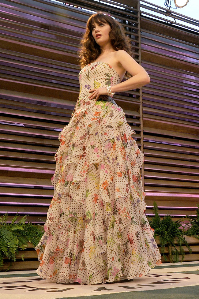Пост-оскаровская вечеринка «Vanity Fair 2014»: Зоуи Дешанель: zooey-deschanel-oscars-2014---vanity-fair-party--07_Starbeat.ru