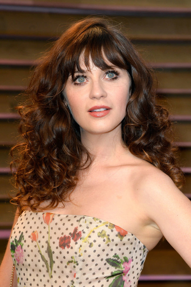 Пост-оскаровская вечеринка «Vanity Fair 2014»: Зоуи Дешанель: zooey-deschanel-oscars-2014---vanity-fair-party--09_Starbeat.ru